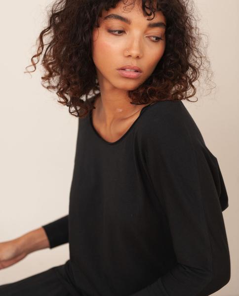 Miakoda Organic Cotton Yoga Batwing Top In Black