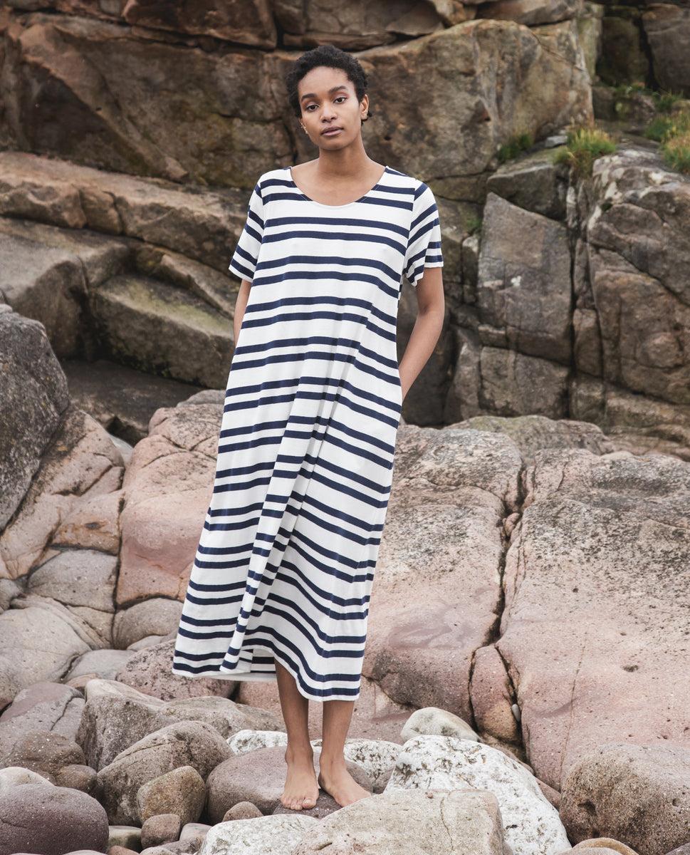 Beaumont Organic Viola-Sue Organic Cotton Dress In Off White & Navy.