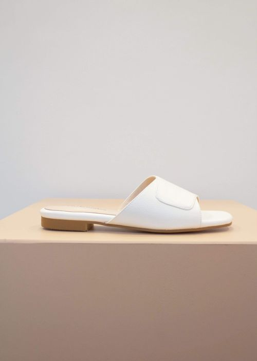 Collection & Co Elia Vegan Leather Cross Over Sandal | White