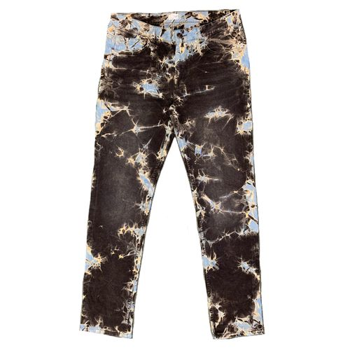 Brown Outlines jeans.