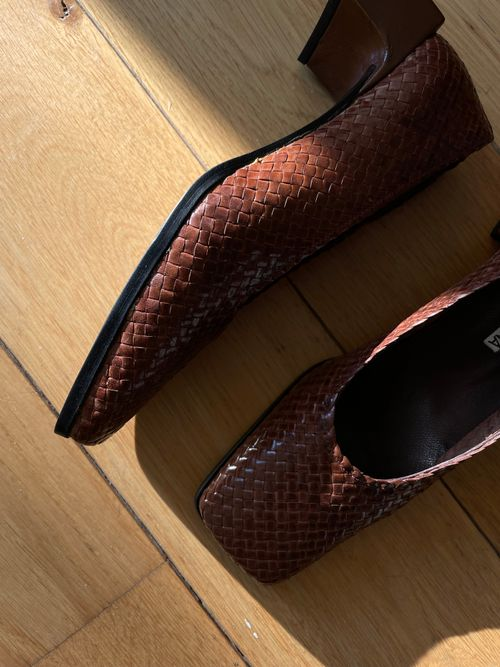 THE WOVEN PUMP