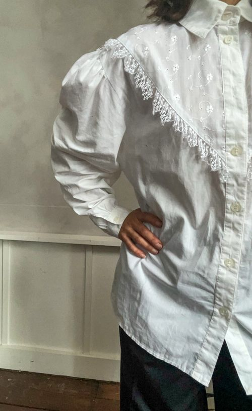 THE PUFFY SLEEVES WHITE