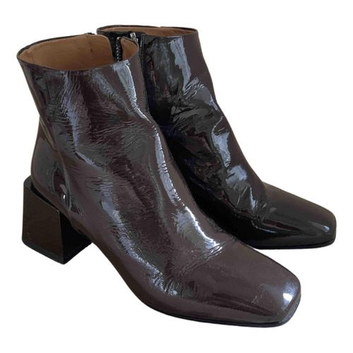 Loq Patent leather ankle boots