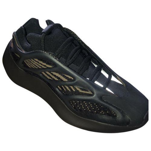 Yeezy x Adidas Boost 700 V3 cloth trainers
